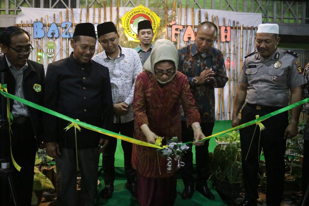 LDII Kutim Gelar Bazaar, Ketua DPRD Encek UR Firgasih Hadiri Kegiatan dan Beri Dukungan